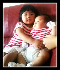 Le Xuan giving Le Tian a BIG sisterly hug.