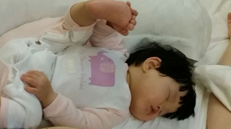 This little munchkin nursed to sleep, holding onto her foot that was stretched upwards! Stayed in that position for a good 15mins - Hub and I were trying hard not to laugh out! LOL.